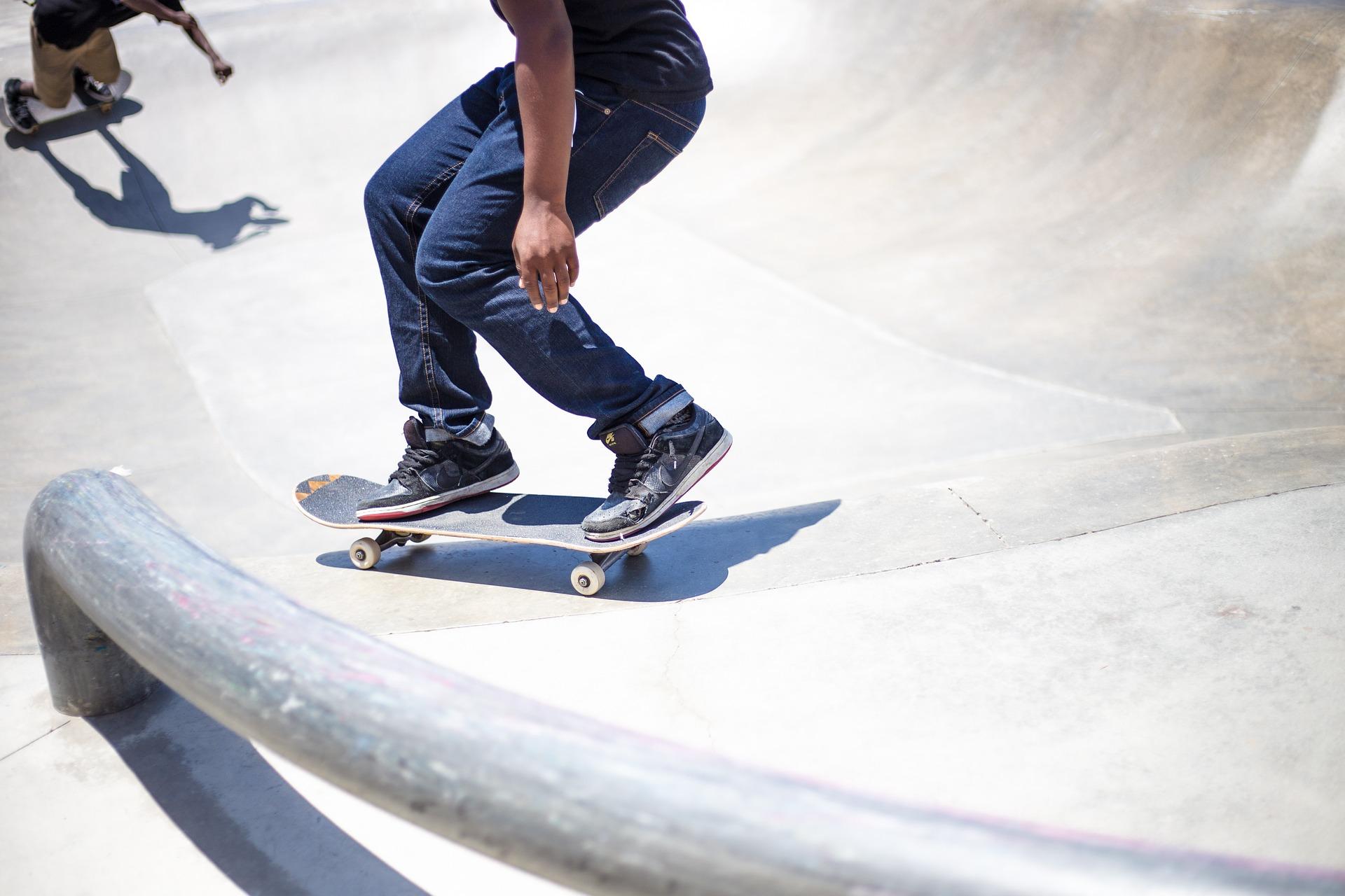 skateboarding-821501_1920